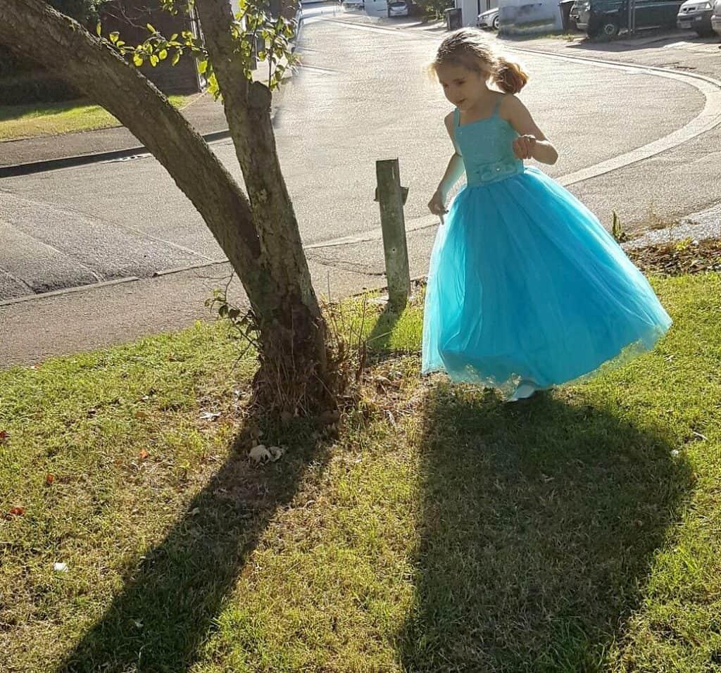 roco-dress-outside