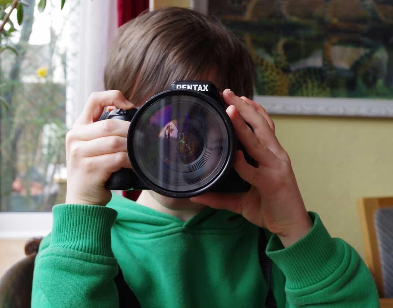 kids-taking-pics
